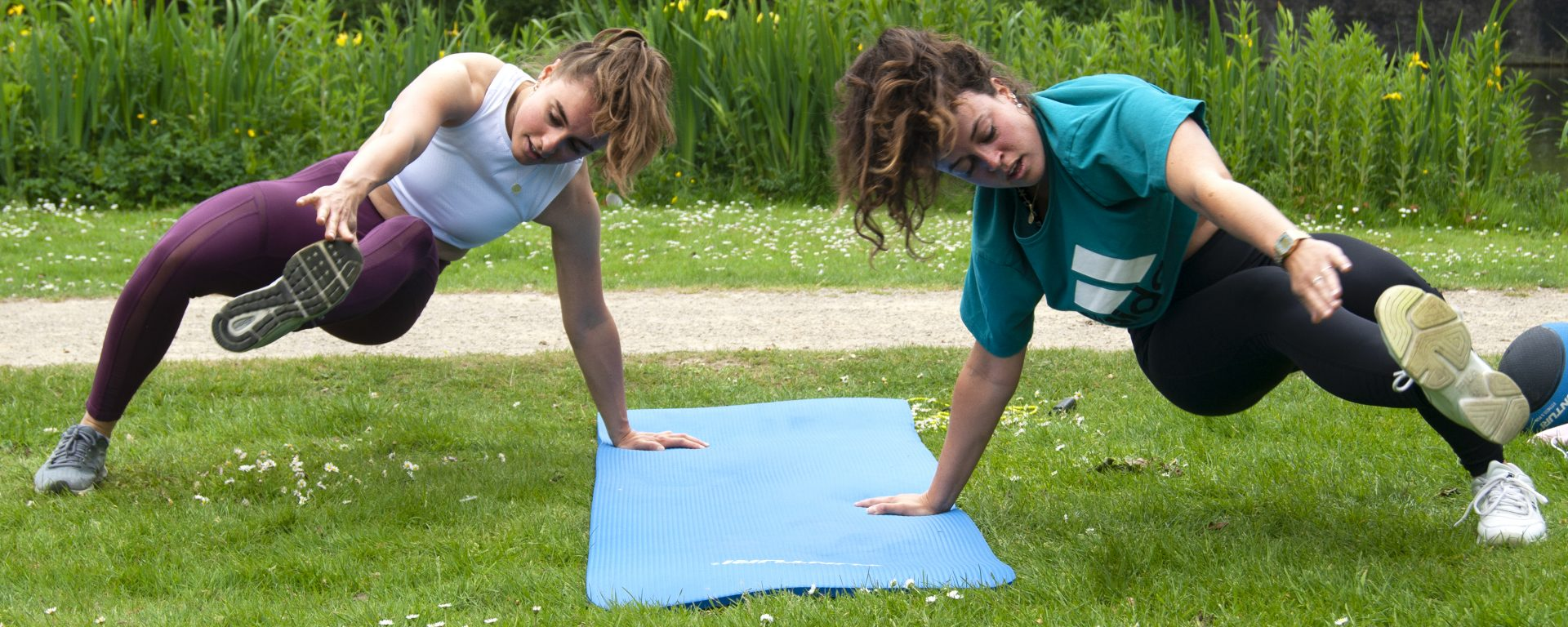 Two girls training in Vondelpark